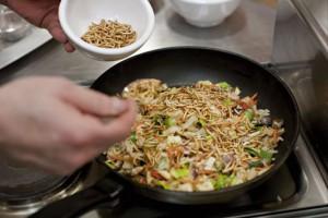 Gastronomie. Preparation d'un plat a base d'insectes comestibles, des vers de farines
